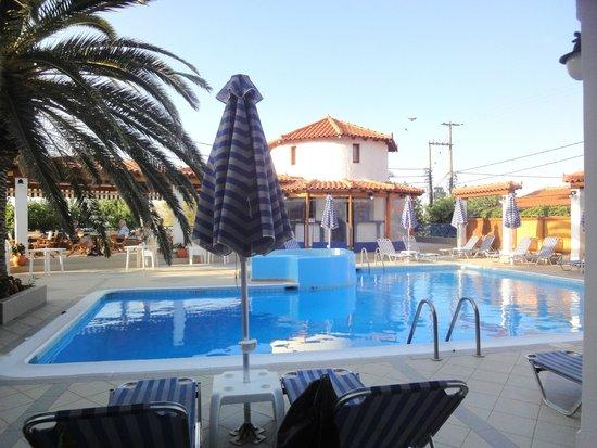 Votsalakia Hotel: Pool vom Fenster aus