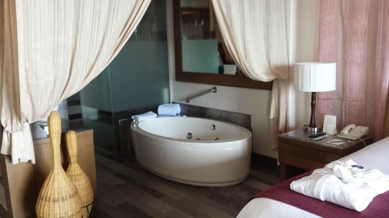 Secrets Vallarta Bay Puerto Vallarta: jet tub in suite