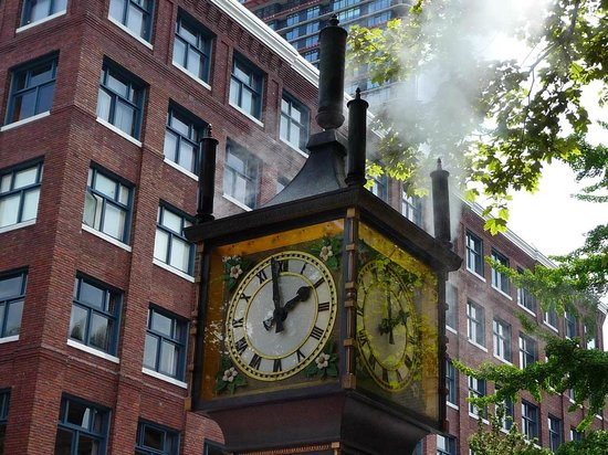 Centre-ville de Vancouver : Steam clock playing Westminster Chimes.