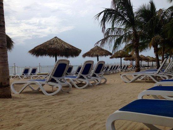 Royal Decameron Montego Beach : On the beach