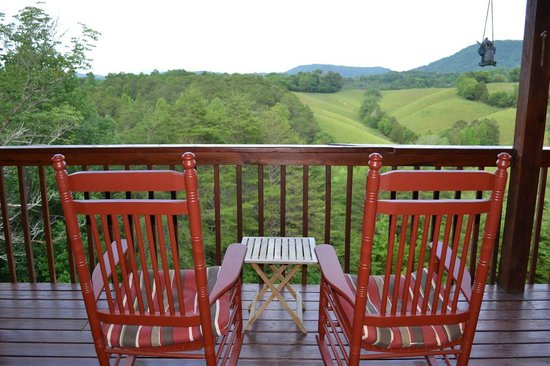 Berry Springs Lodge: Rocking Chairs