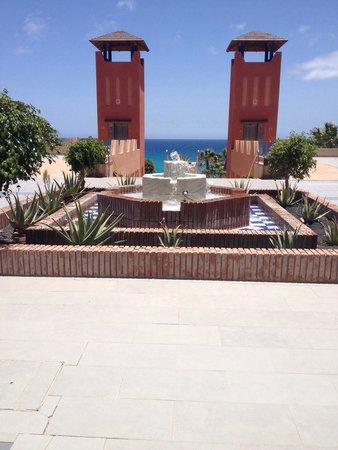 H10 Tindaya: Zona tra ristorante e accesso alle piscine