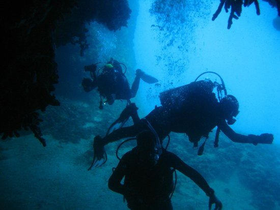 AegeanScuba: Cave diving