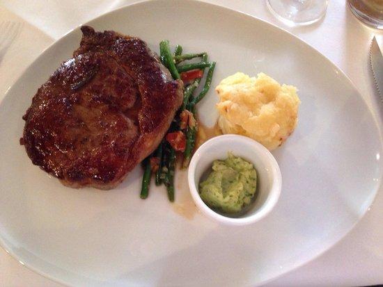 Belmondo Restaurant: Entrecote mit klassischer Brasserie und Kräuterbutter