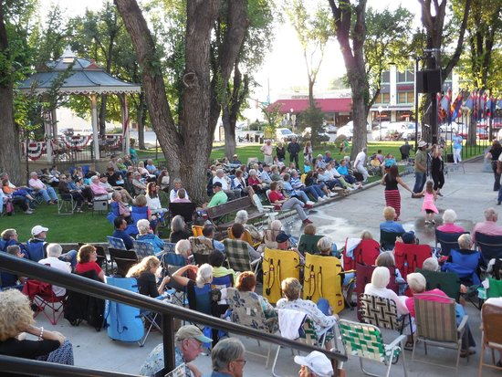 Downtown Historic Area : The Crowd