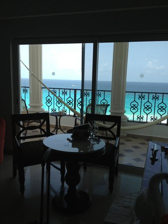 Hyatt Zilara Cancun: Sitting area in room to balcony - 732