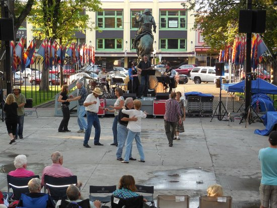 Downtown Historic Area: Crowd enjoying the music