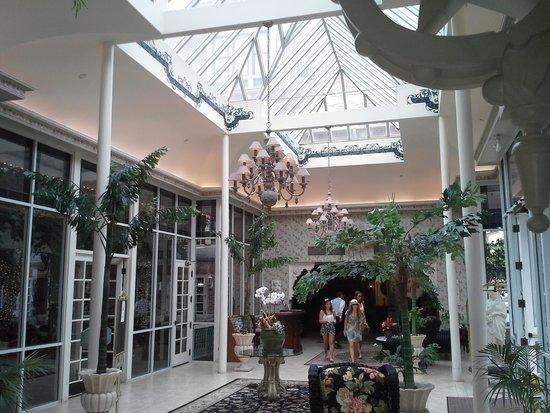 The Horton Grand Hotel: Main entry