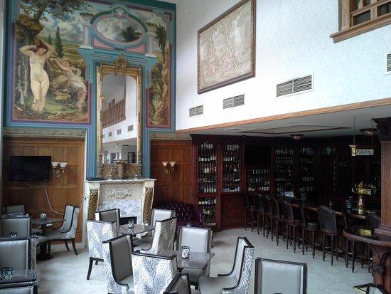 The Horton Grand Hotel: Bar