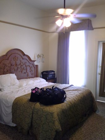 The Horton Grand Hotel: 4th floor king bed room