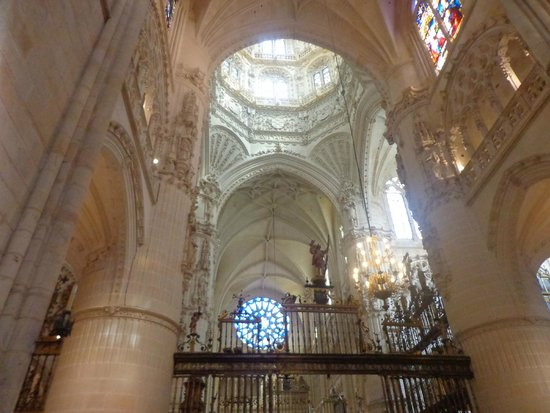 Catedral de Burgos: The pictures can't quite capture the beauty of it... you must see it on your own!