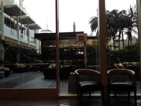 W Hollywood : Outdoor lounge