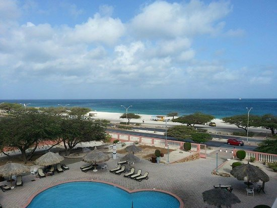 Paradise Beach Villas: View of the Beach from Hotel Balcony