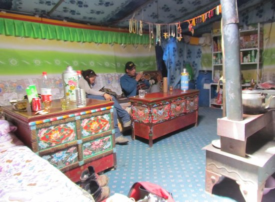 Rongbuk Monastery Guesthouse: inside the tent
