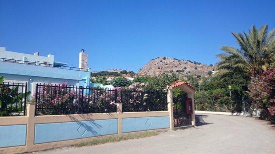 Vlycha Beach Studios Apartments: L'entrata