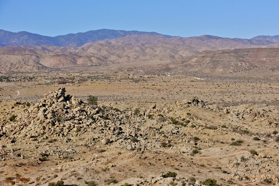 Le Haut Desert Aerie: Views of the desert area