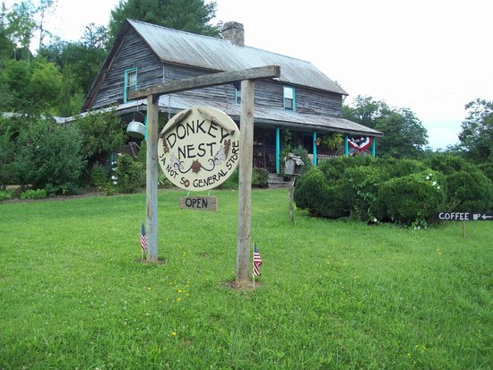 Newland, NC: The Donkey Nest is in a 100 year old farmhouse