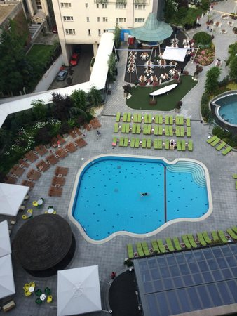 Radisson Blu Hotel Bucharest: Business Class Breakfast Lounge Balcony View