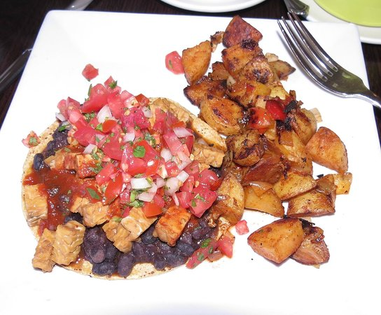 Stanford Inn by the Sea: Breakfast is included, here Stanford Rancheros.