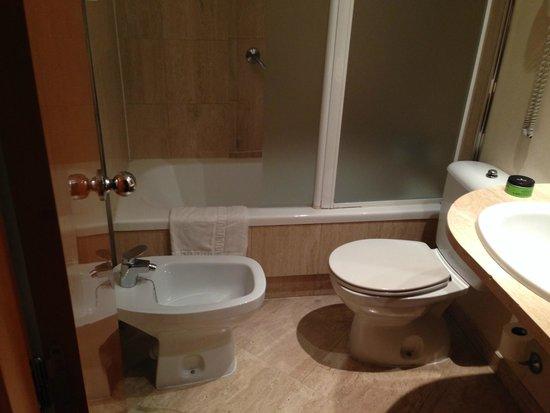 Hotel Villacarlos: Ванная