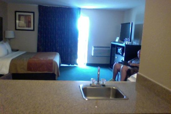 Comfort Inn Airport: View from Mini Bar Area Sink