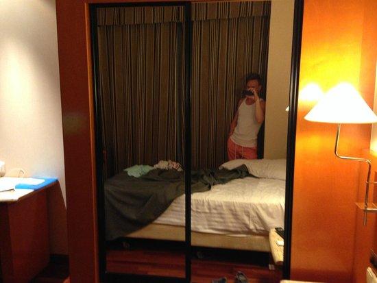 Hotel Villacarlos: Кровать