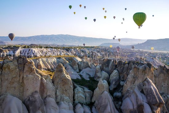 Cappadocia Voyager Balloons : Amazing view of the rock formations and other balloons.
