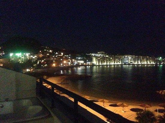 Royal Palm Beach Resort: Night time
