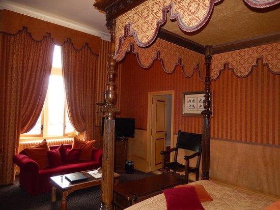 Chateau de Noizay : room