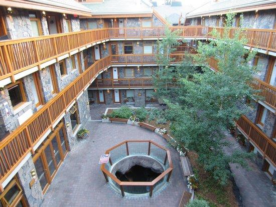 Fox Hotel & Suites : Hotel exterior