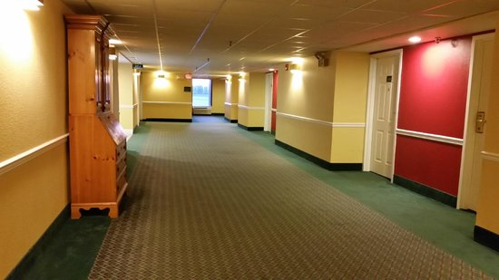 GuestHouse Inn & Suites Nashville/Music Valley : Upper floor hallway