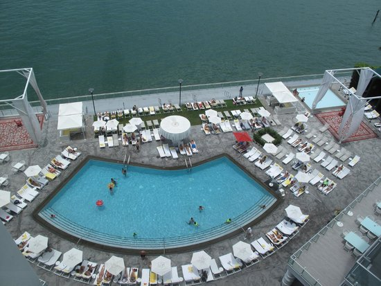 Mondrian South Beach Hotel: View of Pool from our studio