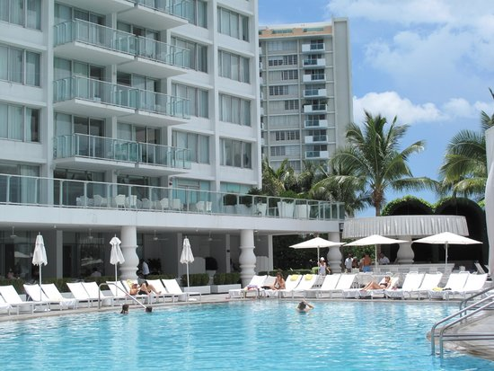 Mondrian South Beach Hotel: View from the pool