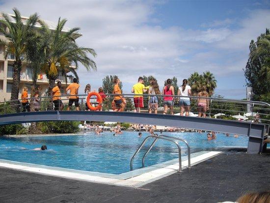 Aqua Hotel Onabrava & Spa : animatieteam bij het zwembad