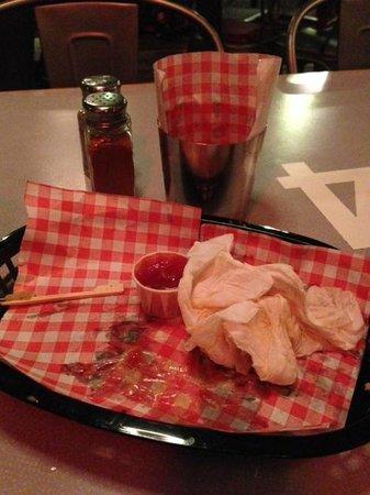 Ugo's Cafe Bar: No a chip left!