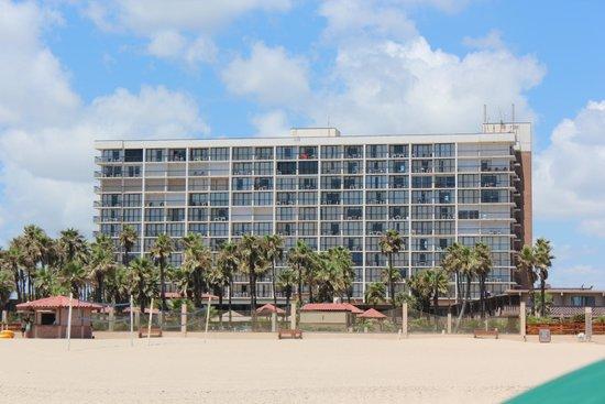 Isla Grand Beach Resort : View of hotel from beach