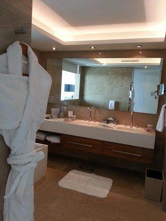 The Ritz-Carlton Herzliya: banheiro