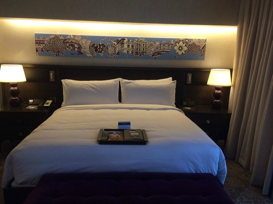 Fairmont Singapore: Beautifully updated comfy bed