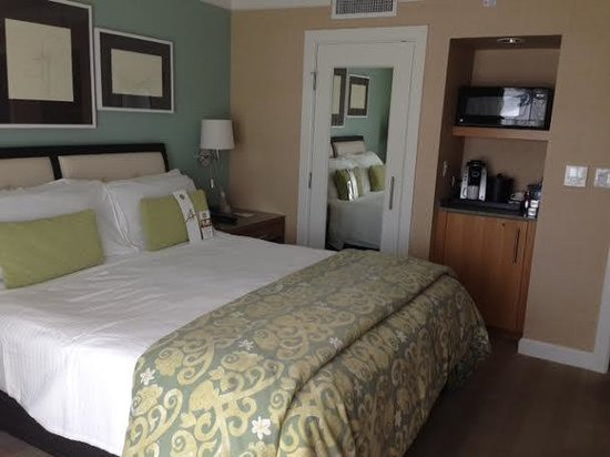 Hotel Amarano Burbank : Rooms are cozy and welcoming