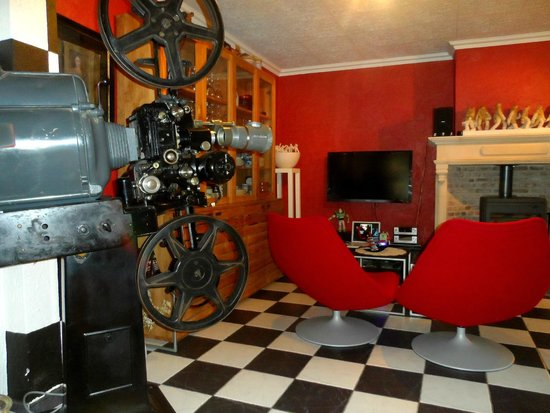Double Door B&B: Quirky living room