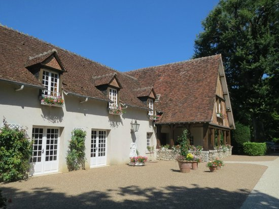Domaine des Hauts de Loire : building where our room was