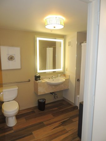 Lakeway Resort and Spa: Bathroom