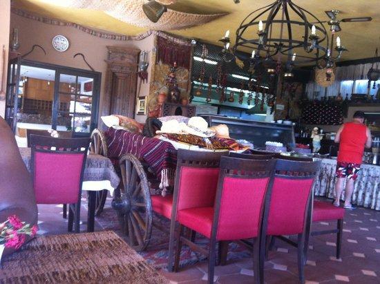 Hisar Holiday Club: Breakfast and restaraunt area
