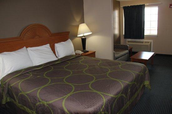 Super 8 Conroe: Bedroom