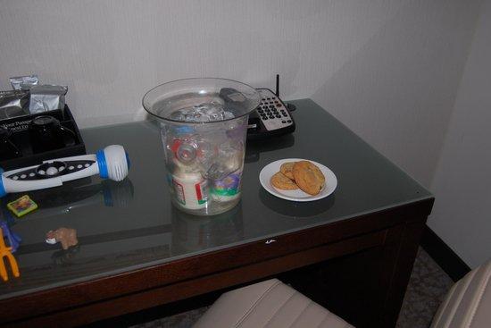 Grand Hyatt Washington: Cookies and milk for the boys