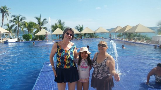 Fiesta Americana Villas Acapulco : Alberca y playa deliciosas.