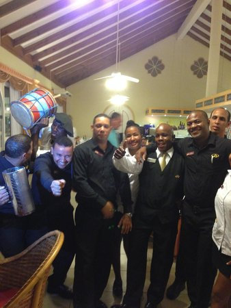 Grand Palladium Palace Resort, Spa & Casino: Wedding Anniversary Celebration With Staff