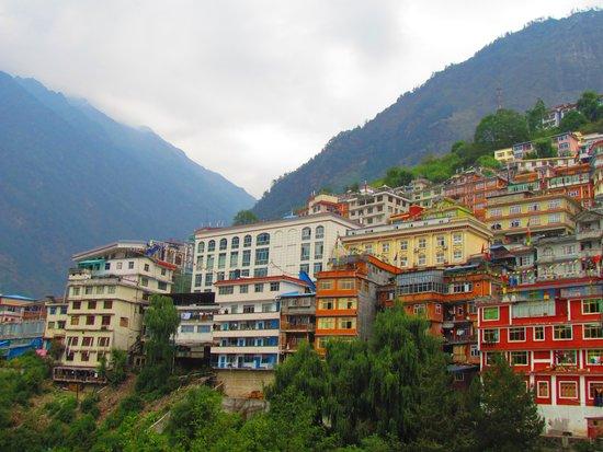 Zhangmu Hotel: tumbling down the mountain