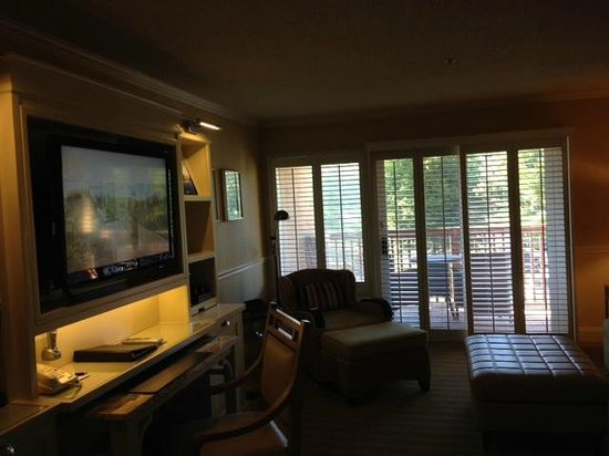 The Mansion at Ocean Edge Resort & Golf Club : View of the room - balcony overlooking the parking lot