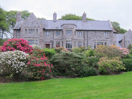 Ard na Sidhe Country House: Back of Hotel as Viewed from Lake